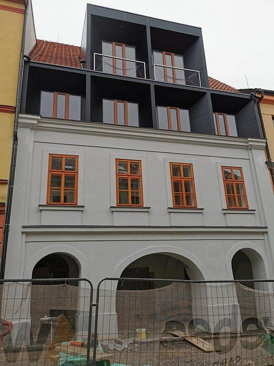 Nová podoba. Půdní vestavba schytala pobouřené reakce od velké části Chrudimáků. Přestavěný dům je rodištěm divadelníka Jana Nepomuka Štěpánka, který dal ulici dokonce jméno.