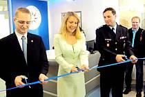 SLAVNOSTNÍ PÁSKU přestřihla i starostka Hlinska Magda Křivanová.