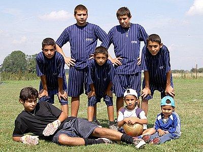 Fotbalový turnaj romských mužstev v Přestavlkách.