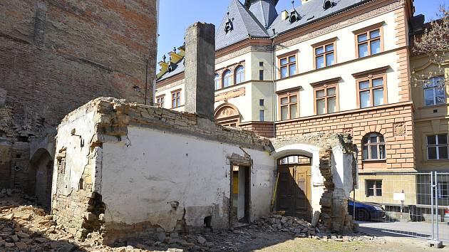 Demolice domku v Lázeňské ulici.