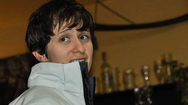 PRVNÍ ZASTÁVKU na cestě z  mistrovství světa ve  Vancouveru  učinila dvojice Martina Sáblíková a její trenér Petr Novák ve Studnicích u Hlinska.