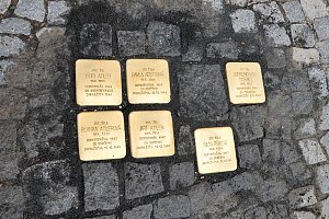 Kameny oživují vzpomínky na oběti holokaustu