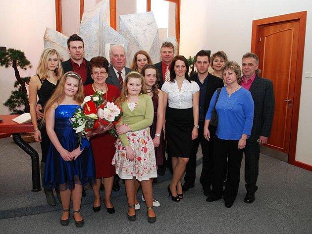 Manželé Hamsovi oslavili zlatou svatbu. Nechyběla početná rodina.