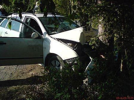 U Tří Bubnů se střetla dvě vozidla, jedna osoba byla zraněna.