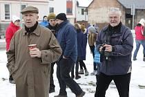 Petr Nárožný a režisér Tomáš Magnusek se připravují na další scénu.