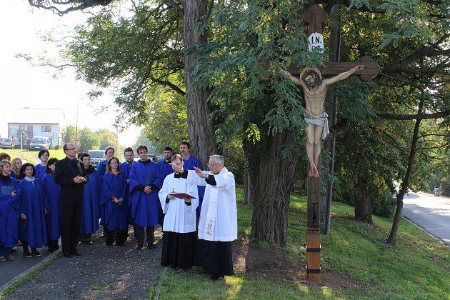 Posvěcení kříže ve Václavské ulici.