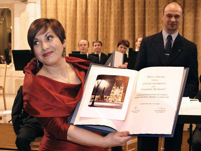 Dagmar Pecková si při koncertu v Chrudimi převzala i titul Čestná občanka Chrudimi.