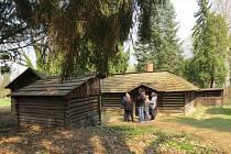 Dětské hospodářství v zámeckém parku ve Slatiňanech.