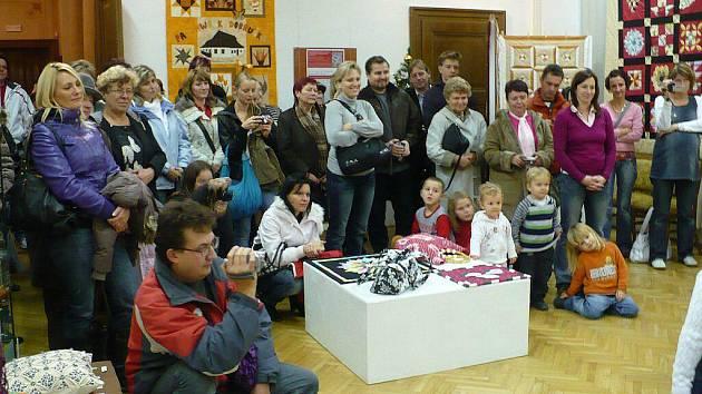 V Regionálním muzeu v Chrudimi můžete shlédnout výstavu Kouzlo patchworku.