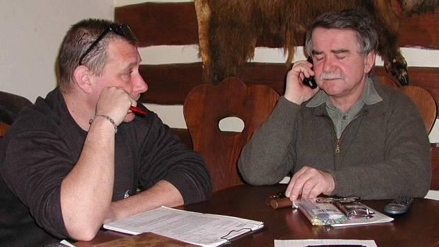 Majitel jedné z hlineckých restaurací Josef Linhart (vpravo).
