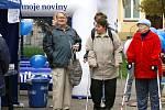 Podívat se na malé náměstí v Heřmanově Městci přišli lidé různého věku.