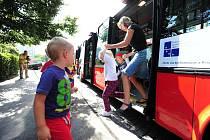 Předání nových nízkopodlažních autobusů chrudimské MHD. Ilustrační foto.