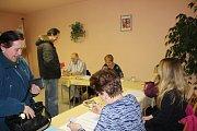 Voliči přišli k urnám  i v obci Orel na Chrudimsku
