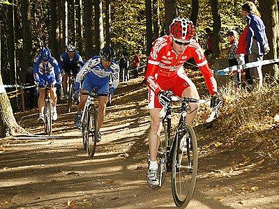 Okruh v hlineckých Olšinkách pořádně prověřil kvality cyklokrosařů při čtvrtém závodě TOI TOI Cupu