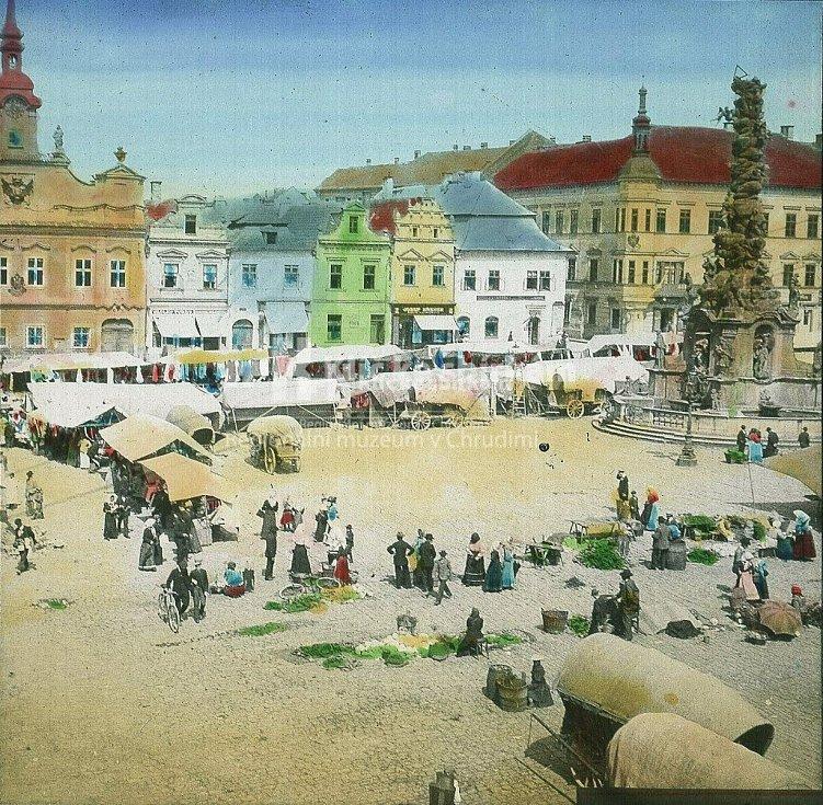Hlavní náměstí o Salvátorské pouti počátkem 20. stoletíRůzné pouťové atrakce jako zvěřince, střelnice, kolotoče nebo houpačky měly své stanoviště na Tyršově (tč. Michalském) náměstí.