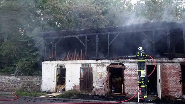 Požár dřevníku v Třemošnici