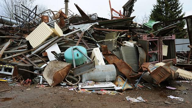 Někdejší hromady šrotu už před časem zmizely, podloží pod nimi však bude nutné prozkoumat.
