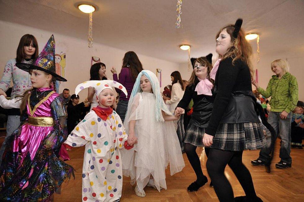 Dětský karneval v Prachovicích.