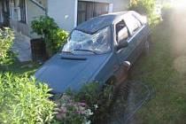 Řidička se dostala mimo slnici a zarazila se o plot.