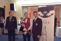 Student Hotelové školy Bohemia z Chrudimi Jakub Němec vybojoval třetí místo v soutěži barmanů Finlandia Cup v Mariánských Lázních.