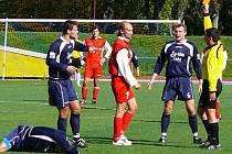 Za ostrý skluz viděl ve 34. minutě domácí Vladyka červenou kartu.