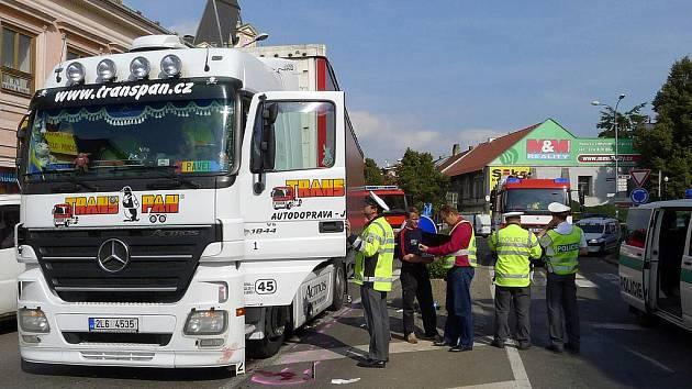 22. září 2011: Na chrudimské křižovatce U Bídy došlo k tragické dopravní nehodě. Kamion Mercedes Benz s návěsem, řízený 41letým mužem, tu zachytilo 82letého chodce, jenž v tu chvíli přecházel po přechodu. Chodec byl na místě mrtvý