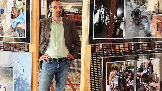 Vernisáž výstavy afrických fotografií ve vestibulu chrudimského Divadla Karla Pippicha
