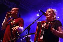 Léto s Rychtářem 2012 zakončil oblíbený koncert kapely Tři Sestry.