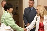 Domov sociálních služeb navštívila i ministryně pro lidská práva a národnostní menšiny Džamila Stehlíková (vlevo).
