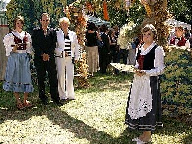 Zahradní slavnost u školy.