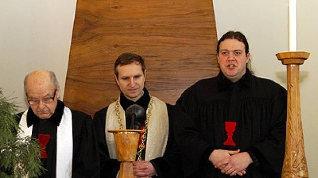 Během bohoslužby byl do služby jmenován nový duchovní  československé husitské církve Vladislav Pek.