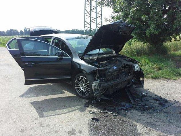 Střet dvou vozidel ve Dřenicích se neobešel bez zranění.