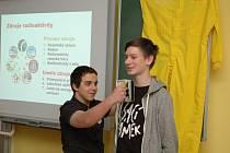 Na základce v Hrochově Týnci měřili radioaktivitu