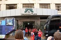 Naši hráči před hotelem UMUARAMA PLAZA
