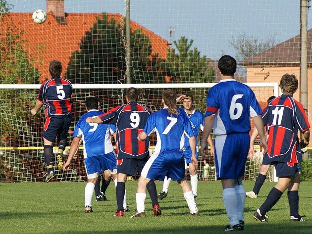 Z fotbalového utkání III. třídy Načešice B – Tuněchody 0:1.