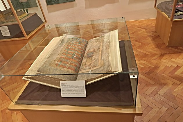 Hradišťan, Podlažický klášter a Ďáblova bible. VChrasti ovíkendu slaví