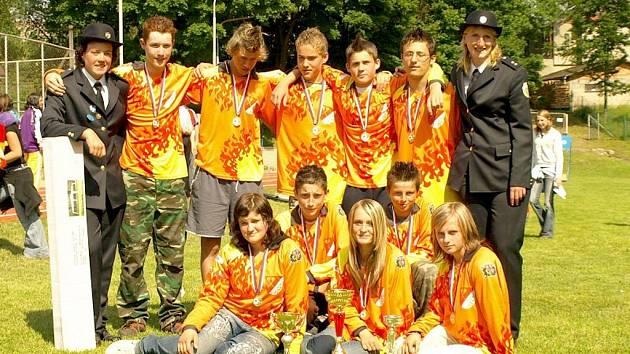 Vítězné mužstvo mladých hasičů ze Zderazi.