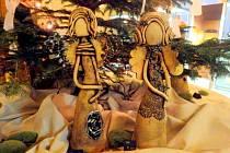 Prodejní výstava autorských cínovaných šperků a keramiky od horecké výtvarnice Moniky Jaré potrvá až do 3. ledna příštího roku