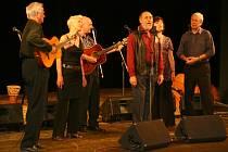 Spirituál kvintet odehrál v Chrudimi benefiční koncert na pomoc stavbě hopsicu.