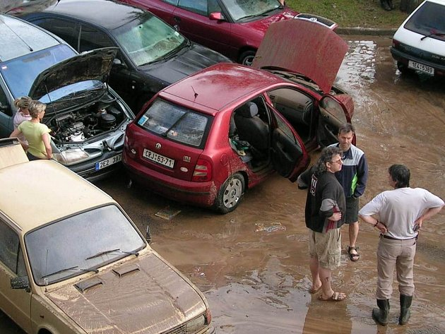 Chrudimské sídliště Na Šancích poté, co se tudy přehnala vellká voda.