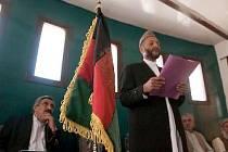 Slavnostního otevření budovy se zúčastnili zástupci provinční vlády.