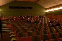 Konec února 2011 znamenal i konec promítání v Panoramatickém kině v Hlinsku. Město se jeho provoz rozhodlo ukončit pro malý zájem diváků.