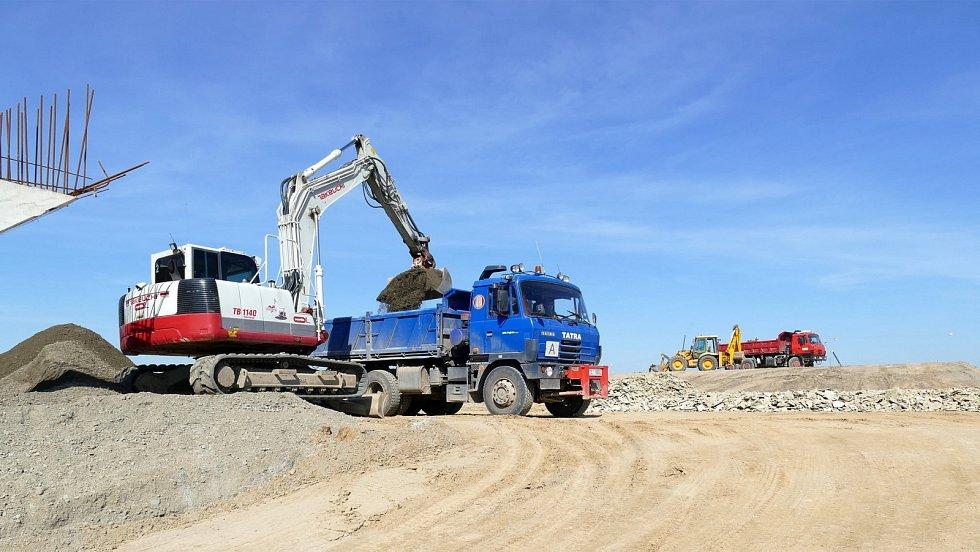 Stav výstavby druhé části chrudimského obchvatu na přelomu března a dubna 2021