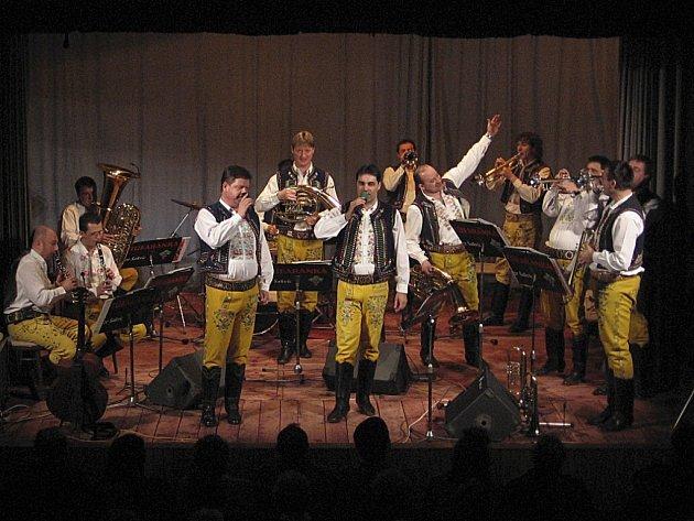 Šakvická dechová hudba Túfaranka předvedla své umění v hlinecké Orlovně.