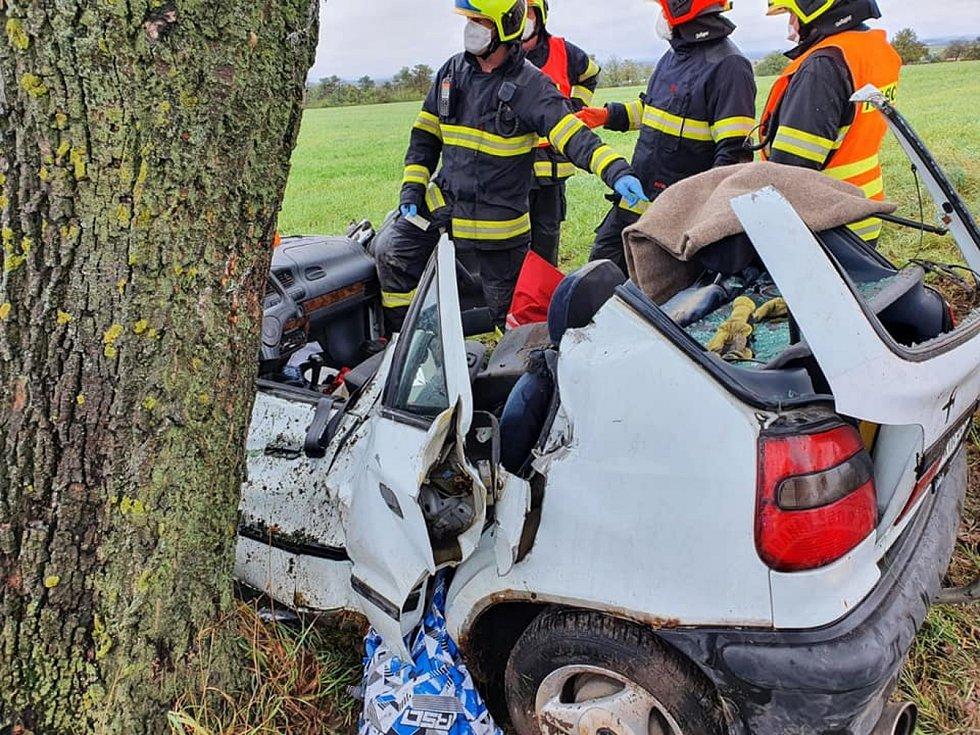 Mezi Kočím a Chrudimí havarovalo auto.