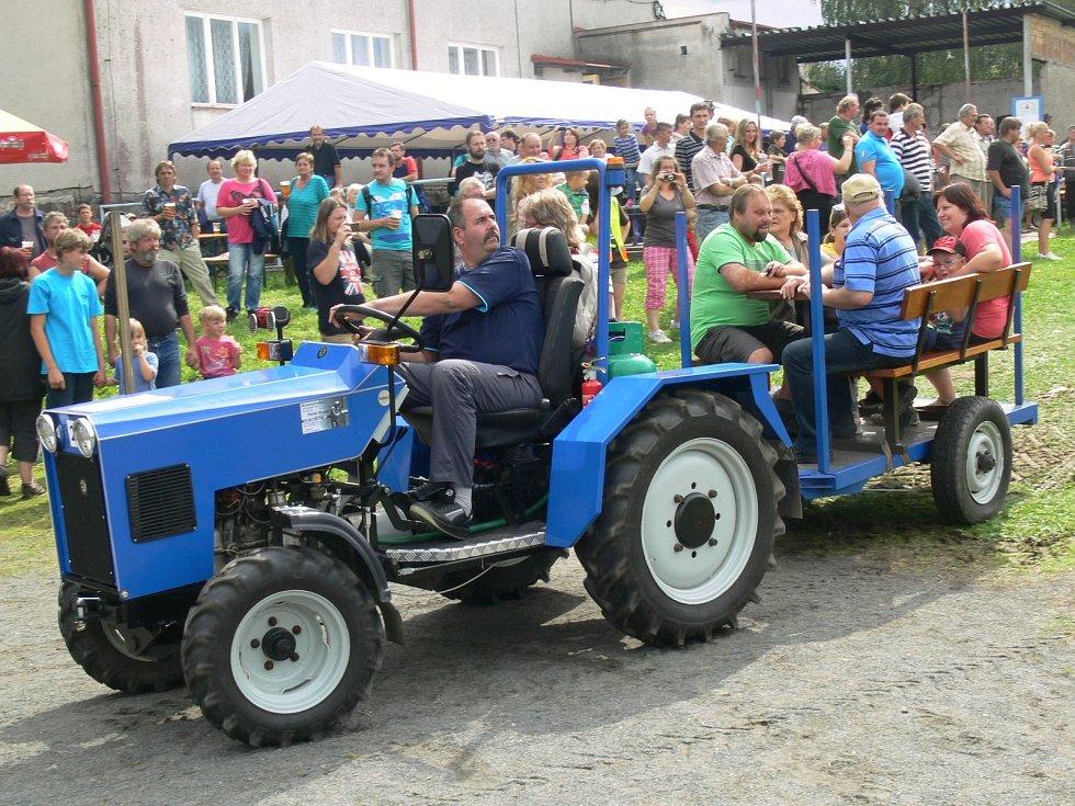 První ročník Železnohorského traktoru ve Žďárci u Seče.