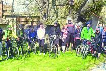 Ani pár závad nezkazilo cyklistům jarní výlet.