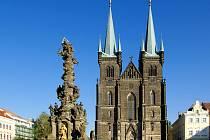 Kostel Nanebevzetí Panny Marie na Resselově náměstí v Chrudimi.