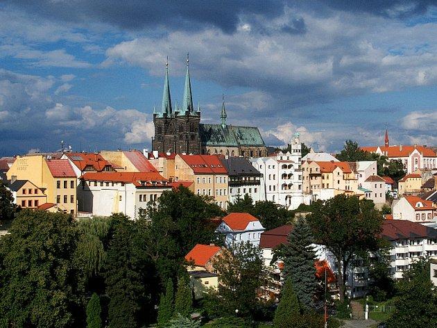 Dominantou panorama Chrudimi je kostel Nanebevzetí Panny Marie na Resselově náměstí.