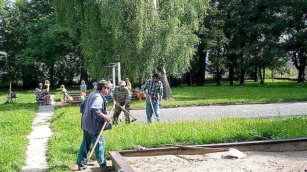 Příspěvek na živobytí si mohou díky odvedené práci lidé zvýšit.
